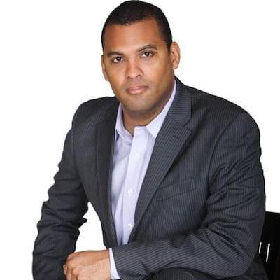 Raul Davis Headshot